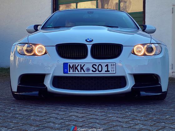Front mit Lufteinlässen für Bremsenkühlung und M-Performance Flaps